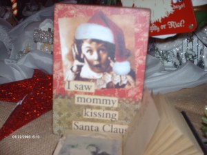 Table box sign, I Saw momma Kissing Santa Claus